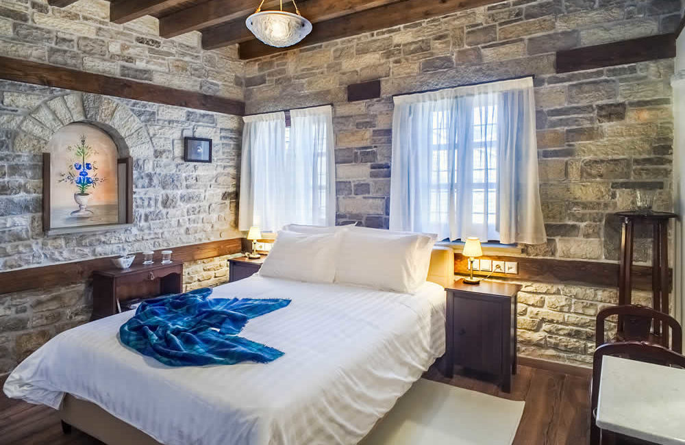 (DOUBLE ROOM WITHOUT FIREPLACE – 3) BG3 : GROUND FLOOR FACILITIES : FULL BED, SMART TV, FREE WI-FI, HYDROMASSAGE